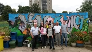 community green team volunteers at kingsway garden